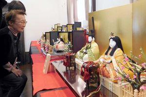 華やかなひな人形が並ぶ「わたしたちの佐賀錦展」=佐賀市のさがレトロ館
