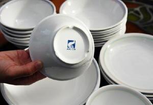 給食でも使われている有田焼の食器。訪問客が多いときに重宝している