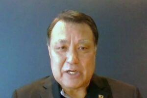 ウェブ上で記者会見する日本サッカー協会の田嶋幸三会長=2日午後