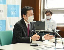 全国知事会のテレビ会議で「東京、大阪から第2、3波が始まるのを恐れている」と述べた山口祥義知事=佐賀県庁