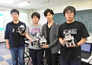 ETロボコン2019に出場する「チームKBC」のメンバー=唐津市の唐津ビジネスカレッジ