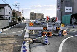 工事完了が2年遅れる市道「大財藤木線」。2019年3月に開通する=佐賀市駅前中央3丁目