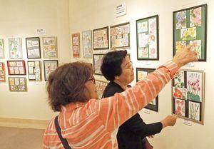 多彩な作品600点が並ぶ会場=佐賀市の佐賀新聞ギャラリー