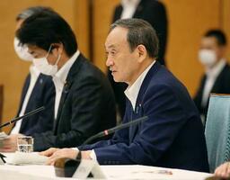 新型コロナウイルス感染症対策本部会合で「まん延防止等重点措置」の適用地域に8県を加えることを表明する菅首相=5日午後、首相官邸