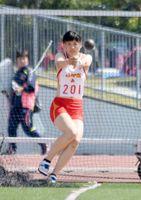 女子ハンマー投げ決勝 39メートル47の大会新で優勝した北島里菜(佐賀商高)=佐賀市県総合運動場