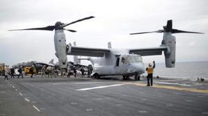 米強襲揚陸艦の艦上に駐機する海兵隊のオスプレイ=6月29日、オーストラリア・シドニー沖(ロイター=共同)