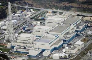 新潟県の東京電力柏崎刈羽原発。手前から5号機、6号機、7号機