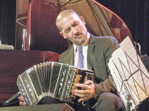 2月16日に開かれる「バンドネオンの匠」で公演するオラシオ・ロモ