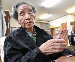 石牟礼道子さんについて話す水俣病患者の坂本フジエさん=10日午後、熊本県水俣市