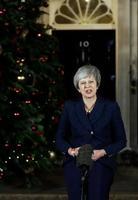 続投が決まり、英首相官邸前で演説するメイ首相=12日、ロンドン(AP=共同)