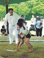 第40回唐津市西唐津校区子供相撲大会 気合の入った取り組みを見せる選手たち