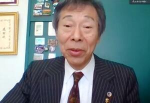 オンラインで記者会見する早稲田大の棚村政行教授=29日