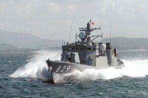呼子港に入港する海上自衛隊佐世保地方隊のミサイル艇「しらたか」(提供)