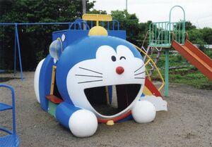 神埼市千代田町の下西公民館広場に設置された滑り台