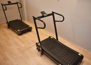 トレーニングできる部屋も併設している=佐賀市高木瀬町の「からだ整骨院・からだ工房」