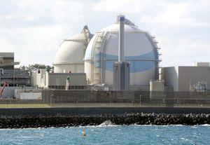 九州電力玄海原発3号機(手前)と4号機=東松浦郡玄海町(2016年11月撮影)