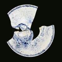 染付騎牛笛吹童子文中皿(天神森窯跡/1620〜30年代)