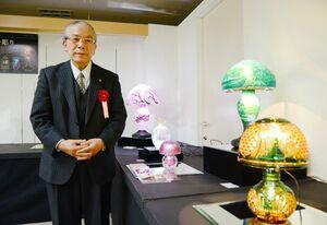 「綾切子」のランプを手掛けた黒木国昭さん。西洋と和の伝統美の融合を追求する=佐賀市の佐賀玉屋