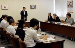 会議では、引き続き選手の発掘・育成に努めていくことを申し合わせた=佐賀市の県スポーツ会館