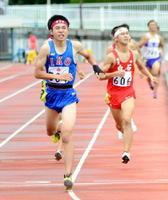 男子800㍍決勝 1分59秒02で優勝した伊万里の古川凌雅=佐賀市の県総合運動場陸上競技場
