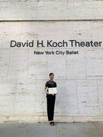 決勝と表彰式があったニューヨークのリンカーン・センターにある劇場「David H. Koch Theater」で、賞状を手にする原田菜緒さん(提供)