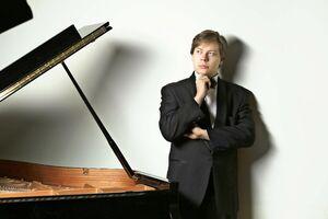 ロシア出身のピアニスト、ニコライ・サラトフスキー(提供写真)