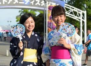 小東みなみさん(右)と井上涼香さん