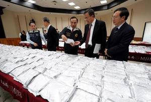 台湾で摘発、押収された大量の合成麻薬MDMA=14日、台北市内(中央通信社=共同)