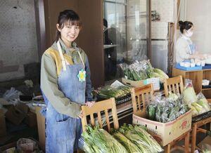 値札のないスーパー「あまいろ商店」の発案者、古川光さん=2月、大分県別府市