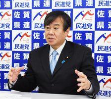 開門調査に関する申し入れなどを説明する原口一博代表=佐賀市の民進党県連事務所