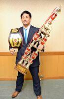 全日本空手道選手権大会の一般男子の部重量級で優勝した内藤貴継さん=唐津市役所