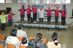 CD発売を記念したGA〓BAのステージ=平成19年12月23日、武雄市の武雄温泉物産館