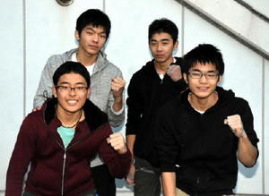 後列左から時計回りに、学校対抗に挑む佐賀工の中園龍成・伊東蒼史組、2年連続出場の中武凌雅、初出場の鶴本直生=多久市の多久高