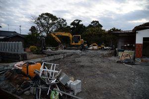 被災家屋の解体が進む墜落現場=神埼市千代田町