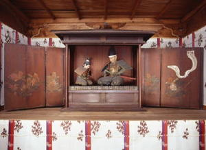 楠神社に祭られている楠木正成、正行父子像=佐賀市白山(楠神社提供)