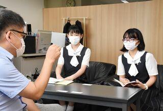 <高校生記者>佐賀新聞社訪問記 有明抄(桑)さんにインタビュー