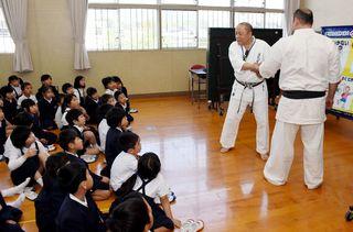 佐賀のニュース 不審者への対処防犯教室で学ぶ