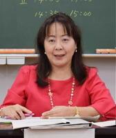 「政治自由に語れる時代に」講師の春田久美子弁護士=佐賀市の佐賀北高校