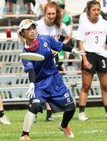 世界大会でディスクを投げる中山侑香さん(一般社団法人日本フライングディスク協会提供)