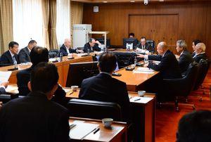 脇山町長の発言について意見が出た玄海町議会の原子力対策特別委員会=東松浦郡玄海町