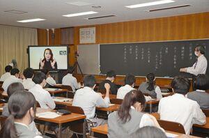 オンラインで実施した卒業生・木下友梨香さんの講演会=有田町の有田工高