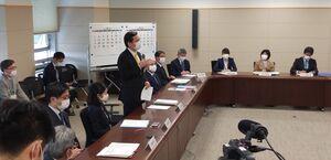 対策会議を開く山口知事=28日午後、佐賀県庁