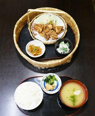 <さが食べある記>古民家食堂 和(やわらぎ)の鶏甘酢定食