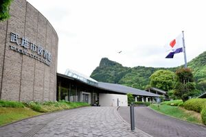 日韓関係悪化や新型コロナウイルスの感染拡大の影響で来館者が減少した武雄市図書館