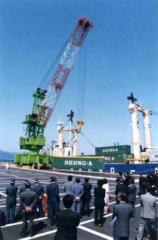 <平成 この日、>伊万里港に国際定期貨物船=平成9年4月11日(22年前)外国との、交易再び