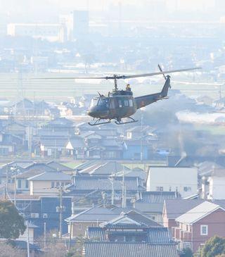 陸自ヘリ飛行再開 目達原駐屯地