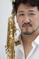 1日、佐賀市文化会館で公演するサクソフォン奏者の平野公崇?ノザワヒロミチ(CAPSULEOFFICE)