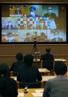 全国知事会が開いたインターネット中継による対策本部会合=8日午前、東京都千代田区