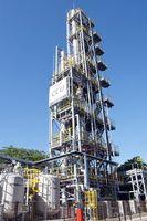 市が設置した二酸化炭素(CO2)分離回収装置。排ガスからCO2を回収し、藻類培養企業に売却する=佐賀市清掃工場