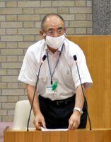 佐賀市議会一般質問でバイオマス事業について見解を述べた秀島敏行市長=市議場
